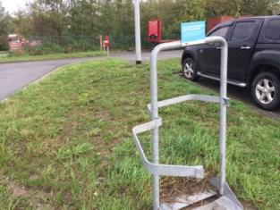 Alle afvalbakken weg op carpoolparking