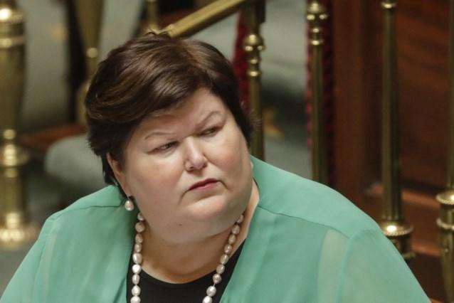 """Kritiek op minister De Block wegens """"vaag antwoord"""" over prijzen geneesmiddelen"""
