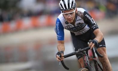 Gianni Vermeersch wint modderige Kermiscross in Ardooie, voor Pidcock en de heroptredende Merlier
