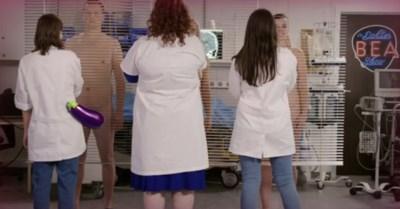 'De dokter Bea show' gaat voor het eerst helemaal bloot: waarom Ketnet echte naakte lijven laat zien