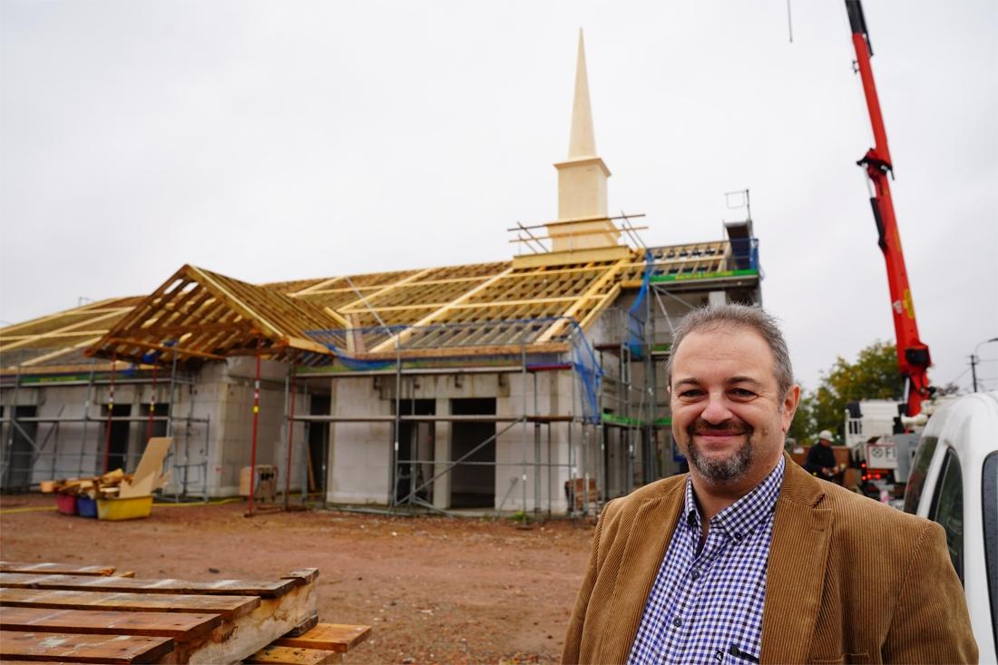 """Mormonen bouwen kerk in Melle. """"Wij zullen nooit een kruis hangen. Dat is het wapen waarmee Jezus vermoord werd"""""""