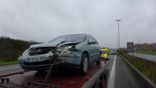 Abrupt inhaalmanoeuvre leidt tot twee ongevallen op E17