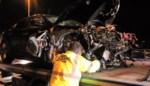 Maserati verliest controle over stuur: 30 meter vangrail stort naar beneden