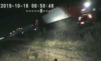Agent redt bewusteloze bestuurder op het nippertje van aanstormende trein