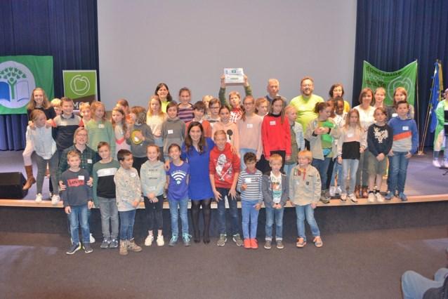 Gemeentelijke basisschool krijgt Groene Vlag voor voortrekkersrol duurzaamheid