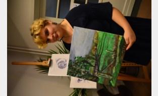 Freya maakt schilderijen in kader van 'De Warmste Week'