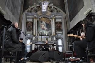 'De Kroone' op het werk: twintig jaar Amenra wordt gevierd met concerten, tentoonstelling én vuurritueel