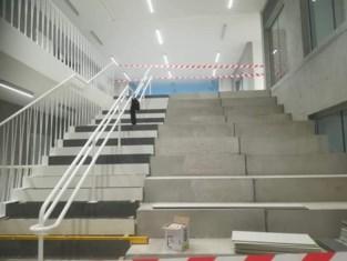Vlak voor feestelijke opening staat nieuwe school van 10 miljoen euro onder water