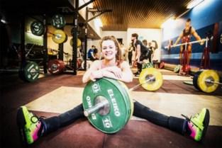 Gewichthefster Nina Sterckx pakt Europese juniorentitel én wereldrecord in Boekarest