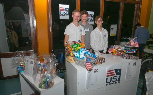 Leerlingen Sint-Jozefinstituut stellen mini-onderneming US&More voor