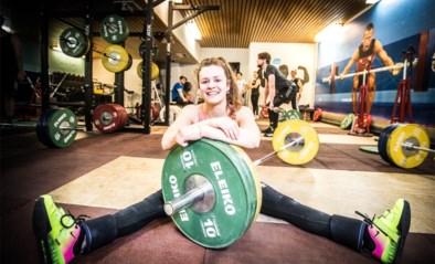 Gewichthefster Nina Sterckx pakt Europese juniorentitel met wereldrecord