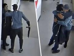 Leerkracht komt moedig tussen terwijl student school binnenstapt met wapen