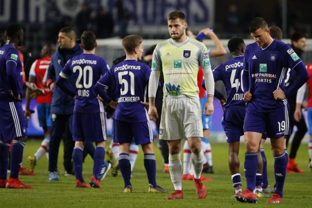 Anderlecht krijgt boete van 2.000 euro voor spreekkoren tegen Club Brugge in Play-off 1