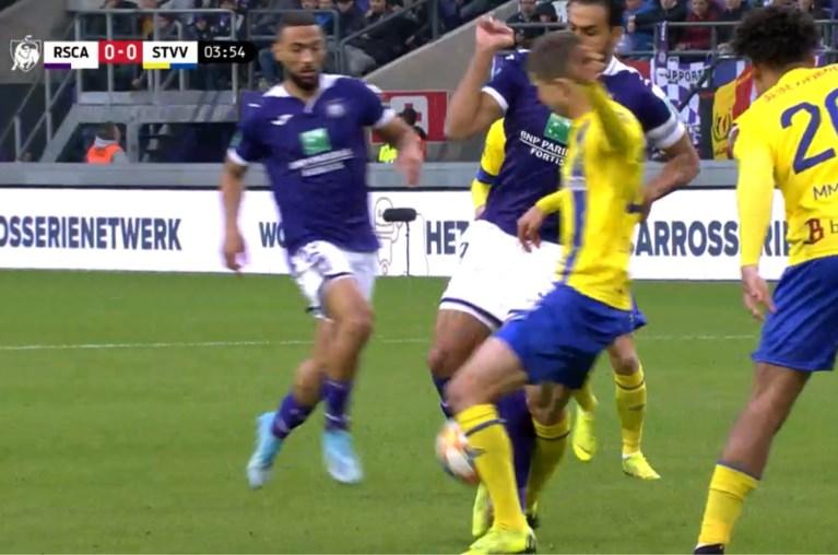 Wel een fout op Nacer Chadli, geen overtreding op Alexis Saelemaekers: lag de vrije trap van Anderlecht wel goed?