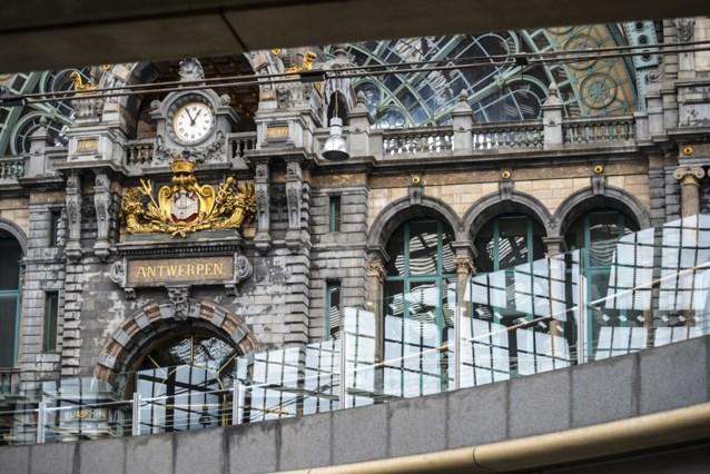 Politie doorzoekt internationale treinen na bommelding