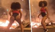 """Instagram-model veroorzaakt controverse door te twerken tijdens rellen in Barcelona: """"Mijn manier om te protesteren"""""""