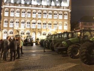 Boeren zijn zo trots op 'hun' schepen dat ze hem met tractoren komen toejuichen