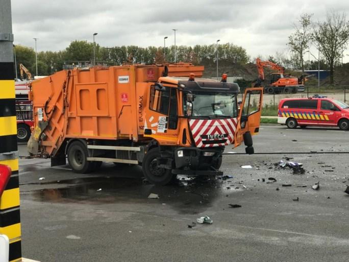 Drie agenten zwaargewond bij ongeval tussen politiewagen en vuilniswagen in Antwerpen