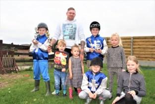 """Johnny en zijn gezin zijn gebeten door de paardensport: """"Zelfs de kinderen rijden al wedstrijdjes"""""""