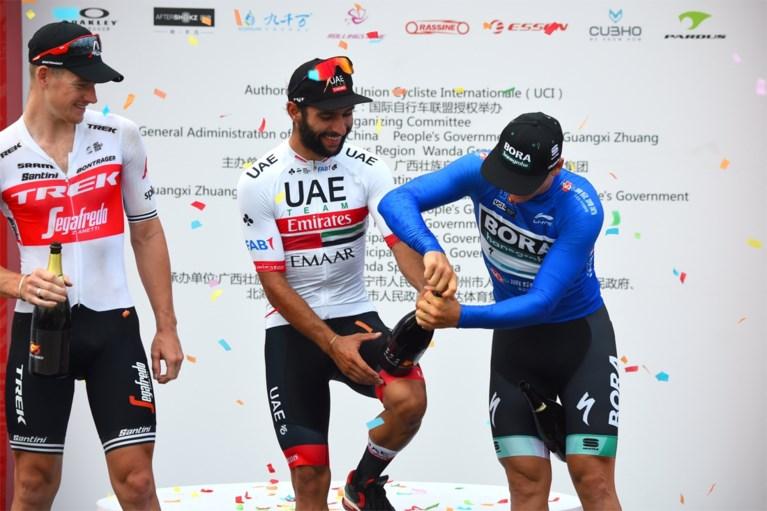 Fernando Gaviria juicht opnieuw in China na oppermachtige sprint