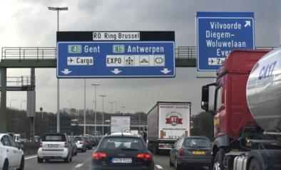 Provinciaal noodplan afgekondigd: Brusselse ring volledig dicht na ongeval met vrachtwagen met chemisch product