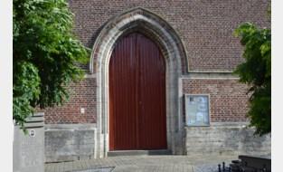 Toegangspoort van kerk in Zuurbemde gerenoveerd
