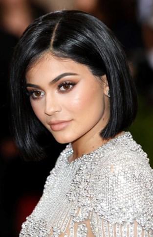Kylie Jenner viert verjaardag van zus Kim Kardashian in bikini(etje)