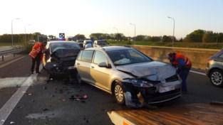 Twee gewonden bij kettingbotsing op A19 in Moorsele