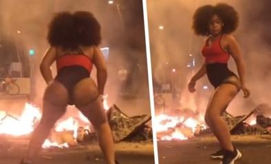"""Instagrammodel veroorzaakt controverse door te twerken tijdens rellen in Barcelona: """"Mijn manier om te protesteren"""""""