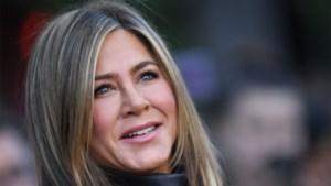 Jennifer Aniston laat zien hoe het er echt aan toe gaat op een fotoshoot