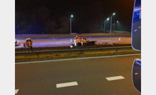 Trucker Bryan (22) ontfermt zich over kindje en vrouw van man die sterft op pechstrook E40
