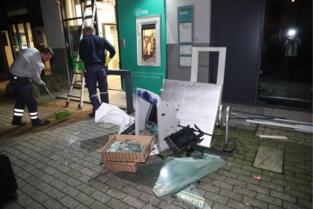"""Plofkrakers graaien hoop bankbiljetten mee uit automaat, buurman Sven ziet alles gebeuren: """"Ze renden eerst de verkeerde kant uit"""""""