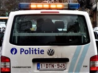 Twee dodelijke aanrijdingen op pechstrook in West-Vlaanderen: vrouw stapt uit en wordt aangereden, vrachtwagen rijdt in op stilstaande wagen