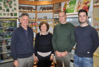 """Marijke (64) en Hugo (71) geven na veertig jaar natuurwinkel uit handen: """"We zien in Hans en Pieter onszelf toen we begonnen"""""""