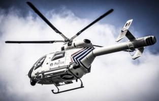 Politie schakelt helikopter in voor zoekactie naar twee individuen