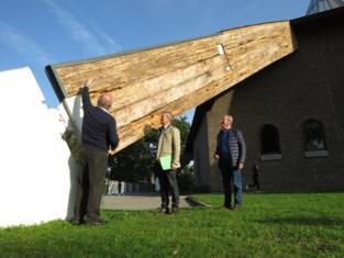 Zwammen vreten kerk van Schoonbeek op