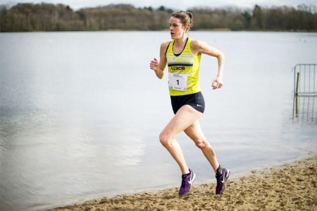 """Topatlete Louise Carton maakt comeback na eetstoornis: """"Lopen is een soort van therapie geworden"""""""