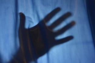 Lommelaar (42) verkracht dochter en haar vriendinnetje dat blijft logeren