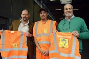 Met een kleine aanpassing kan dove Michel veilig werken bij de groendienst