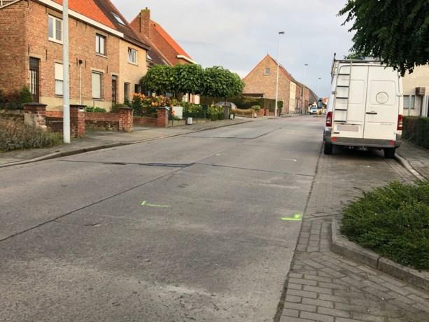 Meisje (11) gegrepen door bestelwagen onderweg naar school