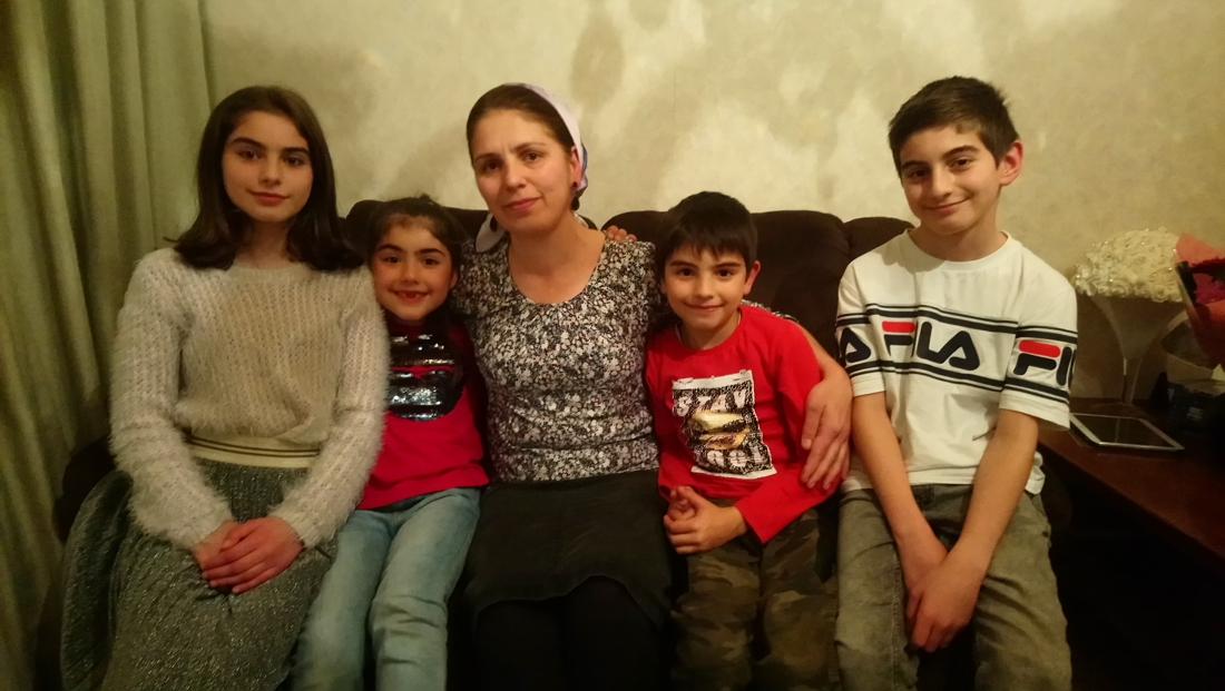 """Russisch gezin mag tegen alle verwachtingen in toch in België blijven: """"Ik ben zó blij, ik ben hier gelukkig"""""""