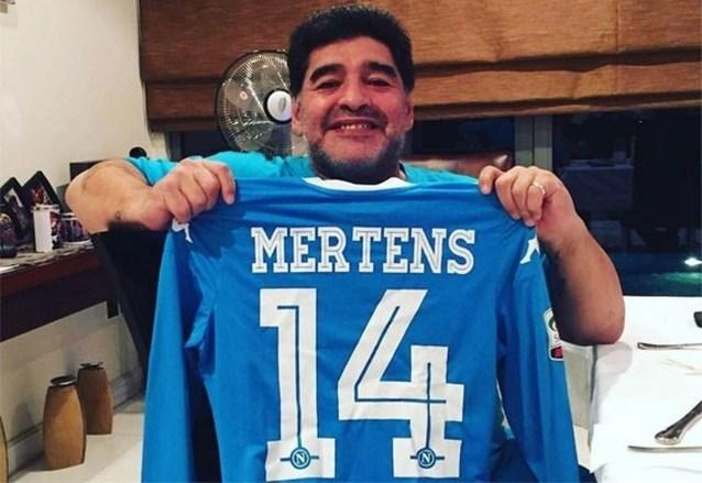 """Diego Maradona mengt zich in de debatten over de toekomst van Dries Mertens én is apetrots: """"Hij is een geboren spits"""""""