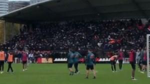 Ajax-fans zijn helemaal klaar voor de Klassieker tegen Feyenoord en komen massaal af op laatste training