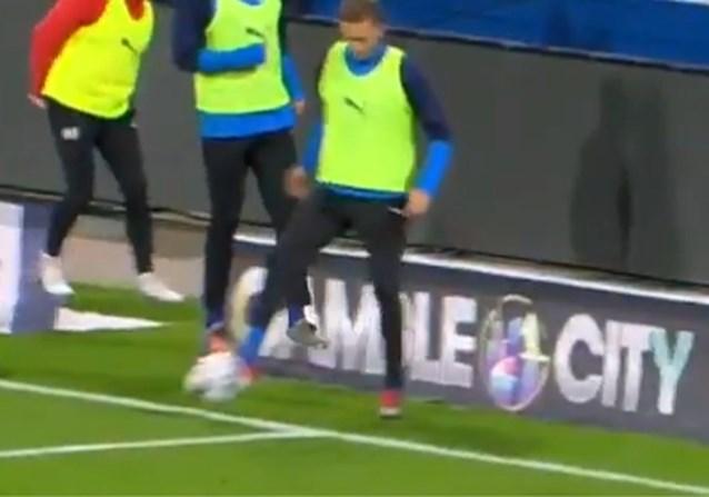 Ongezien? Opwarmende wisselspeler (!) veroorzaakt een penalty (en ex-Anderlechtspeler scoort hem)