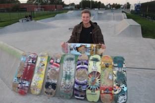 """Karel bouwt oude skateboards om en zoekt nog materiaal: """"Ik wil dat ook kansarme kinderen kunnen kennismaken met skaten"""""""