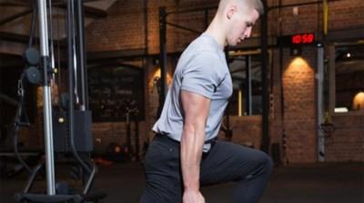 Stevige benen en billen met de kettlebell: onze fitcoach doet het voor