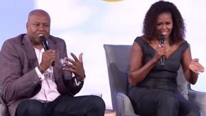 """Michelle Obama al lachend tegen haar broer: """"Je hebt het moeilijk om me first lady te noemen, he?"""""""