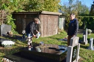 """Kerkhof niet voor iedereen makkelijk toegankelijk: """"Ik heb twee knieprotheses. Op gras stappen lukt niet"""""""