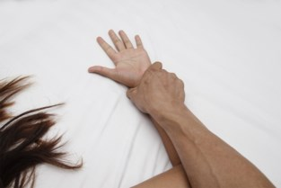 Man veroordeeld voor herhaaldelijk verkrachten van slapende vriendin, koppel ondertussen getrouwd