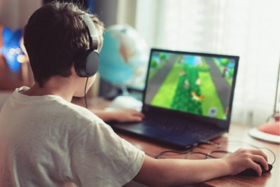 """""""Mijn zoon houdt zich niet aan onze schermafspraken"""": onze opvoedingsdeskundige geeft advies"""